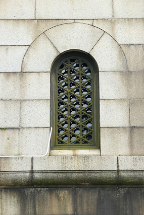 半圆形格栅窗户