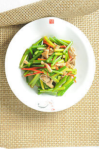 韭菜花炒鸭肠高清摄影图