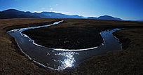 香格里拉纳帕海依拉草原水沟大拐弯