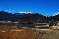 香格里拉纳帕海依拉草原雪山