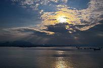 金色的日落阳光大海风景图片