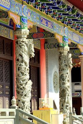 寺庙门盘龙柱