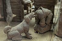 狗舔屁股雕塑
