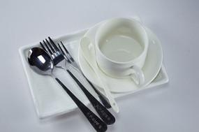 白色餐具用品