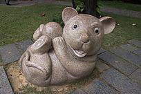 卡通鼠雕像