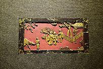 庭外迎远客铜色木雕朱红背景图