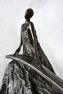 铜雕古筝少女