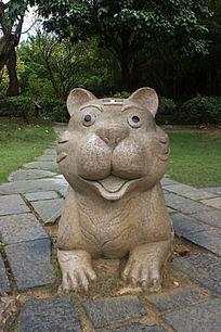 小老虎雕像