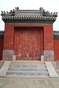 传统寺庙红色大门