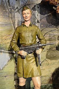 雕塑持枪的苏联女兵