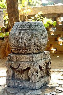 历史悠久的石雕石鼓
