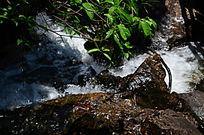 山石溪水风景图片
