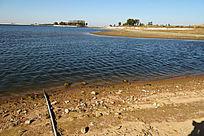 蔚蓝的湖泊水坝