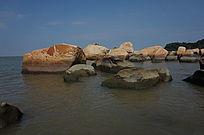 大海里的礁石风景图片
