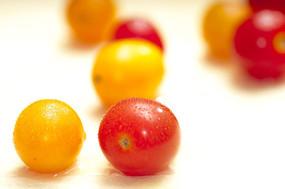 红黄相间的圣女果