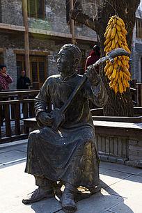 七贤民俗村街道雕塑古琴演奏者
