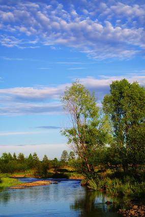 蓝天白云树林河流