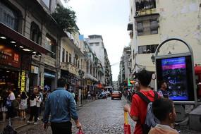 人来人往的街道