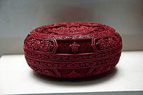剔红雕刻花纹盒