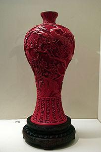 剔红雕刻花纹梅瓶