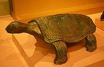 铜鼓上的乌龟雕塑