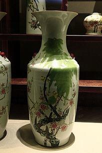 彩绘花鸟纹大花瓶