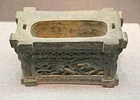 东汉浮雕龙纹陶井栏