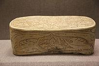 宋代珍珠地牡丹纹瓷枕头