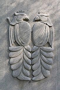 鹰首鱼身雕刻图案
