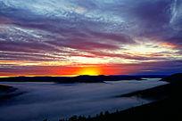 日出的山林云海