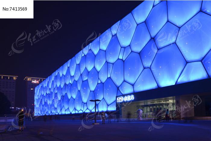 水立方蓝色灯光图片