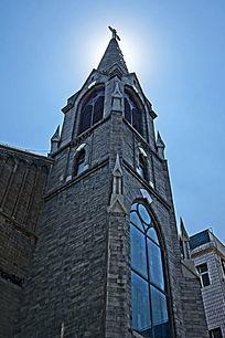 阳光下的教堂外景