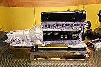 奔驰V8发动机