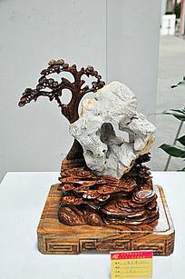 青松倚山石像雕