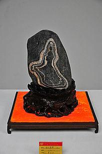 奇石上的佛祖像