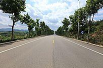 平坦的公路
