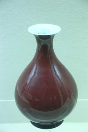 清代祭红玉壶春瓶
