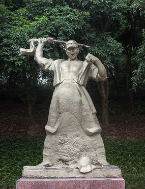 持刀战士雕像