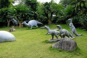 史前动物雕塑