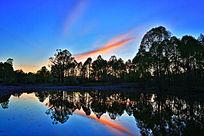 森林河彩云