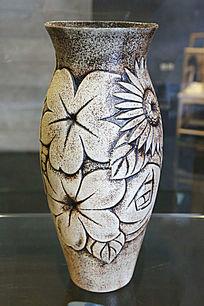 酱釉雕大花朵碗口瓶