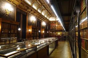 尚蒂伊城堡书房展廊