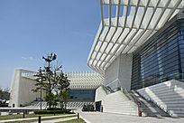 白色现代建筑