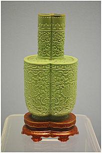 清代绿釉浮雕龙纹瓶