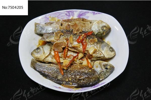 家常菜红烧小鲫鱼图片