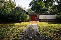 秋色中的房子