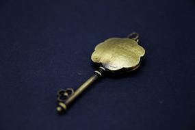 金属钥匙造型吊坠