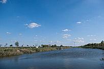 夏日静静的河流