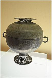 西周时期嵌铜兽纹豆
