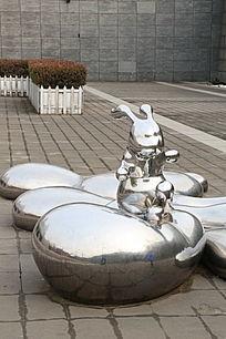 不锈钢雕小兔子雕像